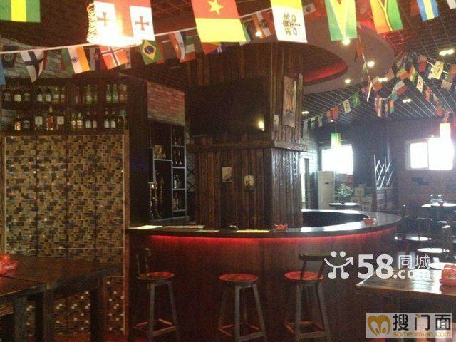 该店铺以复古风格精装修,设备齐全,历史经营酒吧,已