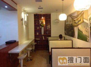 本店上下两层110平米,经营品牌港式甜品奶茶,装修非常豪华大气,豪华